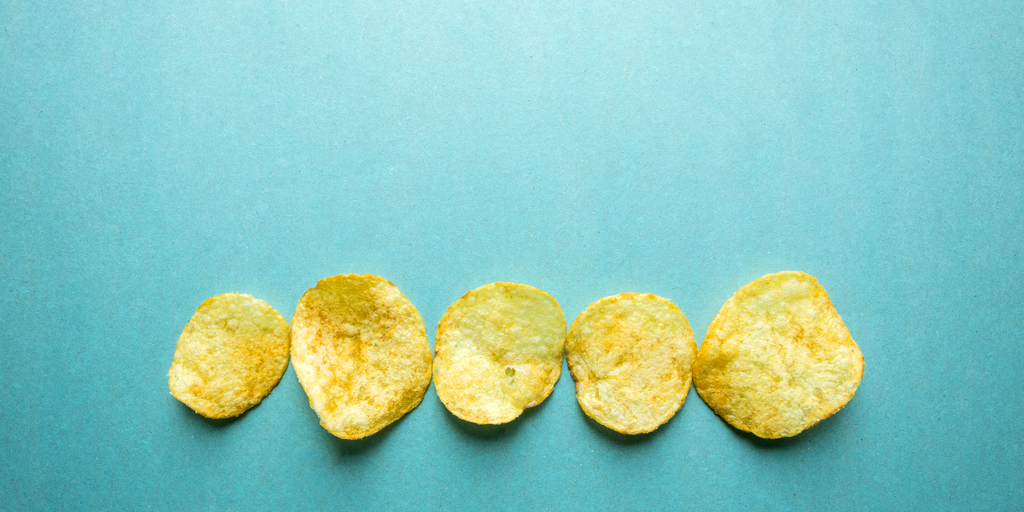 potato chips with background